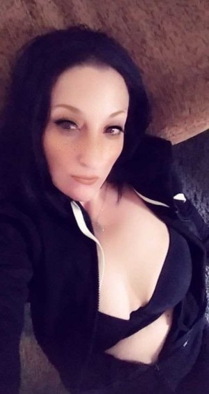 Essra outcall escort in Algonquin